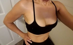 Cinda hookers in Hinsdale Illinois